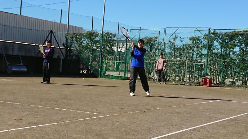 硬式テニス部活動中! 私達と一緒にテニスをしませんか?新入部員募集中!